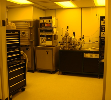 High vacuum deposition and plasma deposition working area in the class 100 clean room.