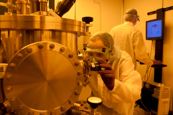 A student operates the RF/DC sputtering system.